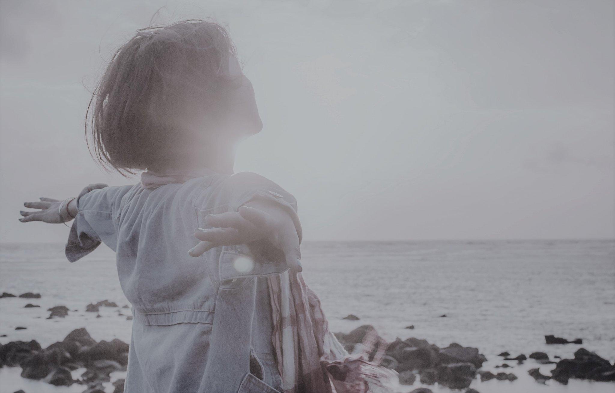 Félig elcsókolt csókok, félig élt életek… hogyan lehet kitörni a boldogtalanságból?